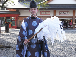 Shinto Priest -English Tour Guides in Japan